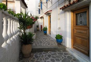 Studio & Appartment in Poros, Greece Mania Rooms and Studios